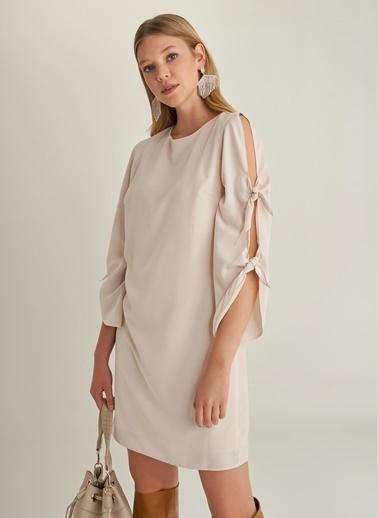 NGSTYLE Kolu Bağlama Detaylı Elbise Bej